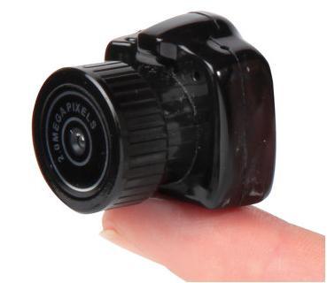 Die Kleinste Digitale Kamera Der Welt Von Hammacher Schlemmer